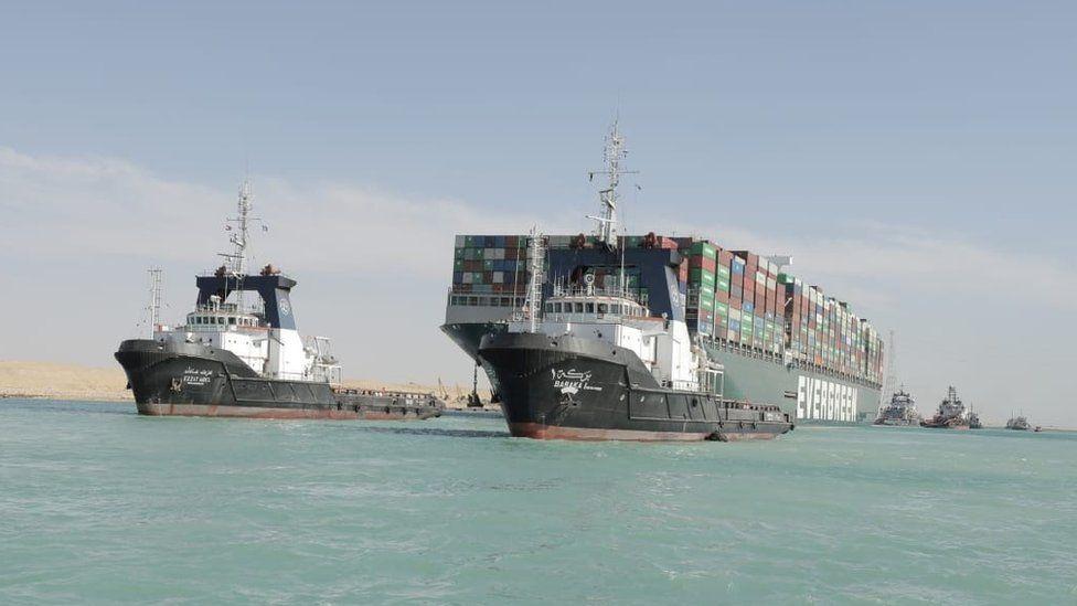 Суецкият канал се отваря отново, гигантският кораб е освободен