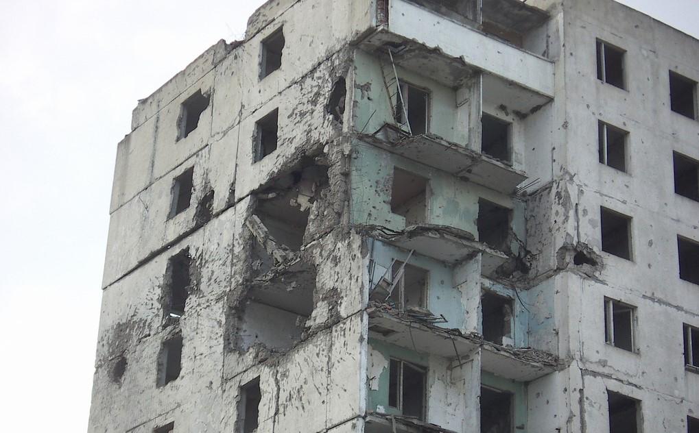 Инженер предупреди за повредена сграда в Маями