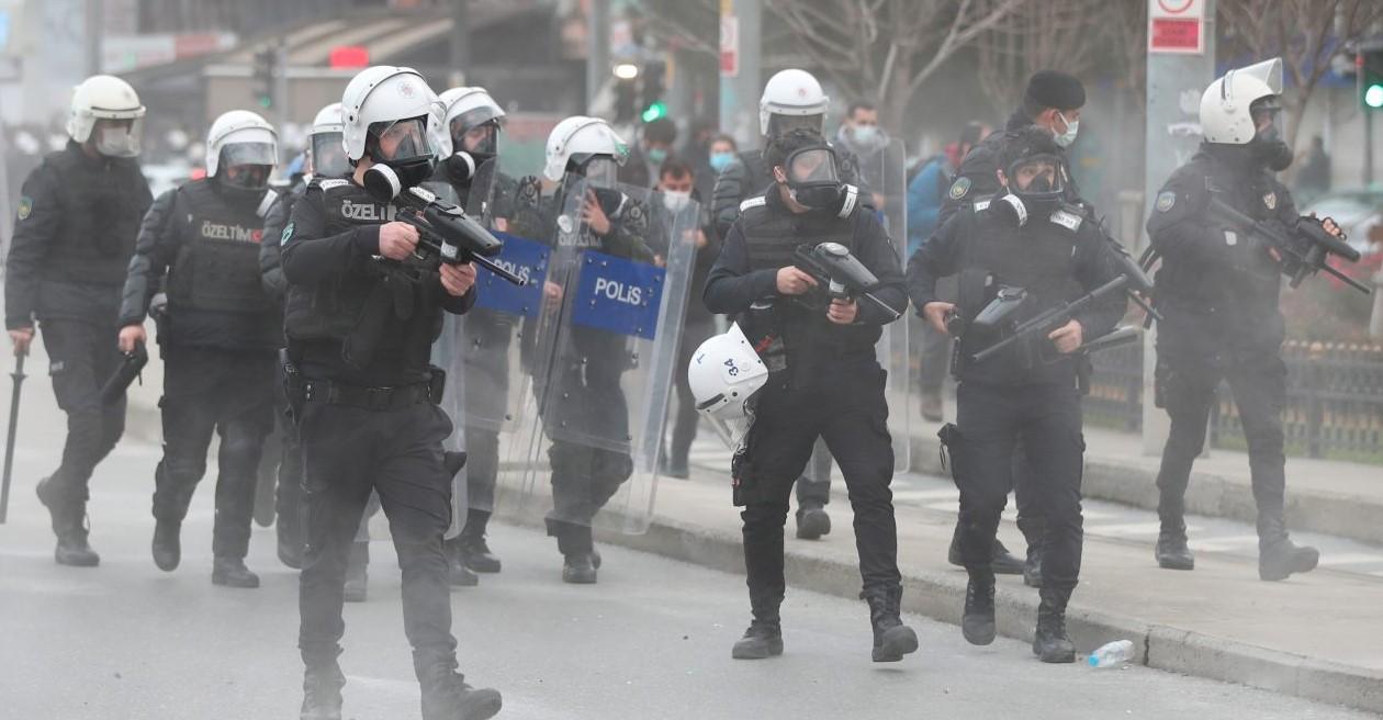 Турската полиция използва сълзотворен газ