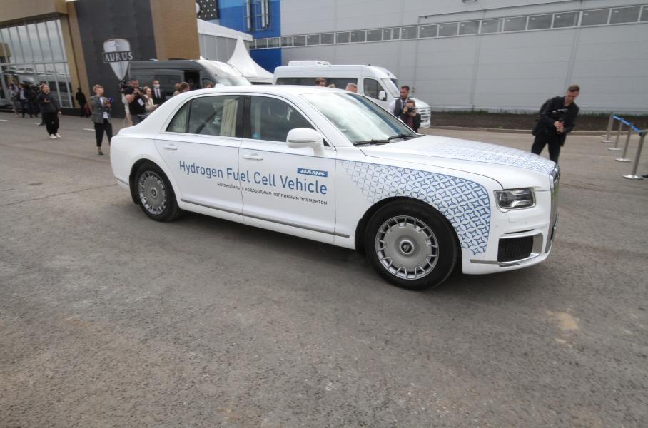 Руската компания Aurus представи кола на водород