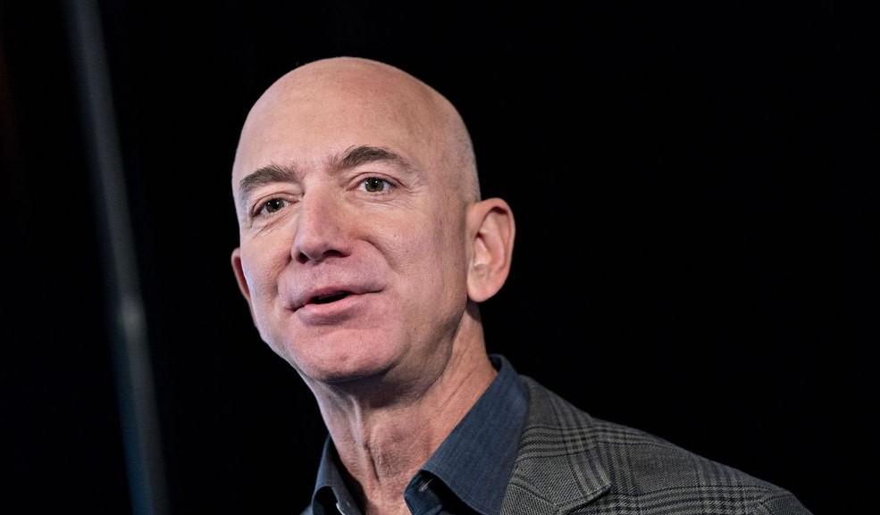 Безос подава оставка като главен директор на Amazon