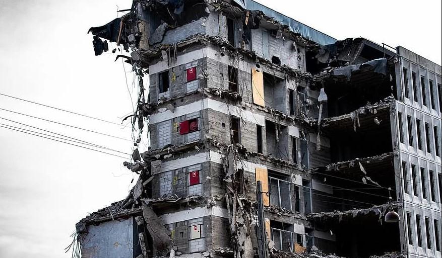 Броят на загиналите от срутената сграда