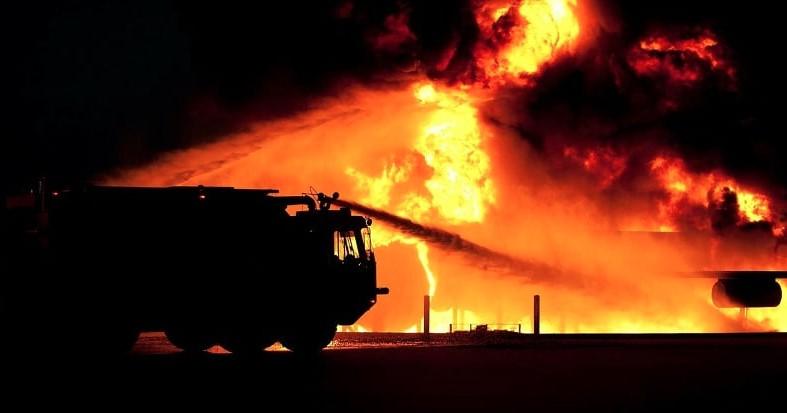 Голям пожар обхвана известния плаж в Крит