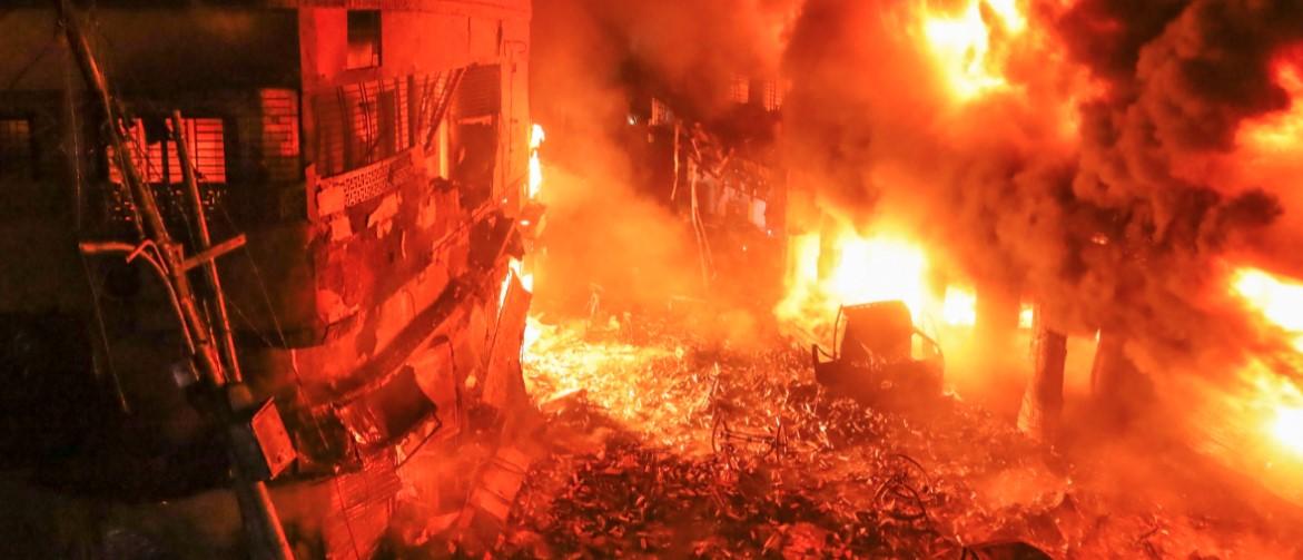 Десетки убити при фабричен пожар в Бангладеш