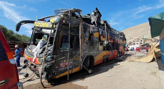 Много убити и ранени при тежка автобусна катастрофа