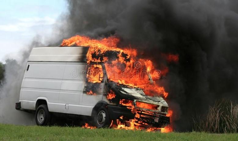 Фургон изгоря при пожар в Неготино