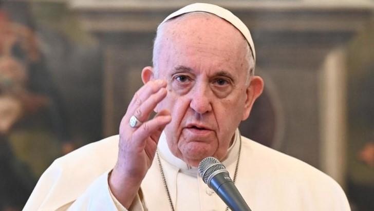 Папа Франциск е освободен от болница