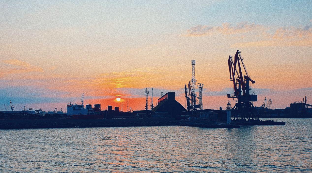 Откриха кораб с ковид заразени на пристанище Бургас