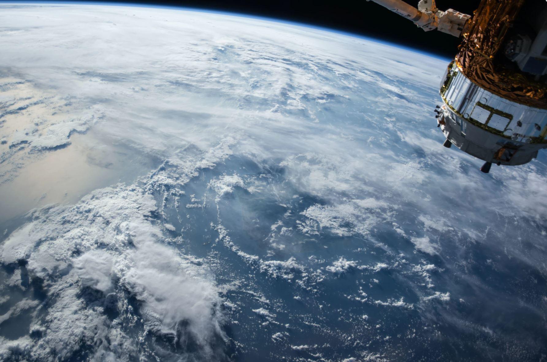 Космически отпадъци са разбили китайски военен спътник