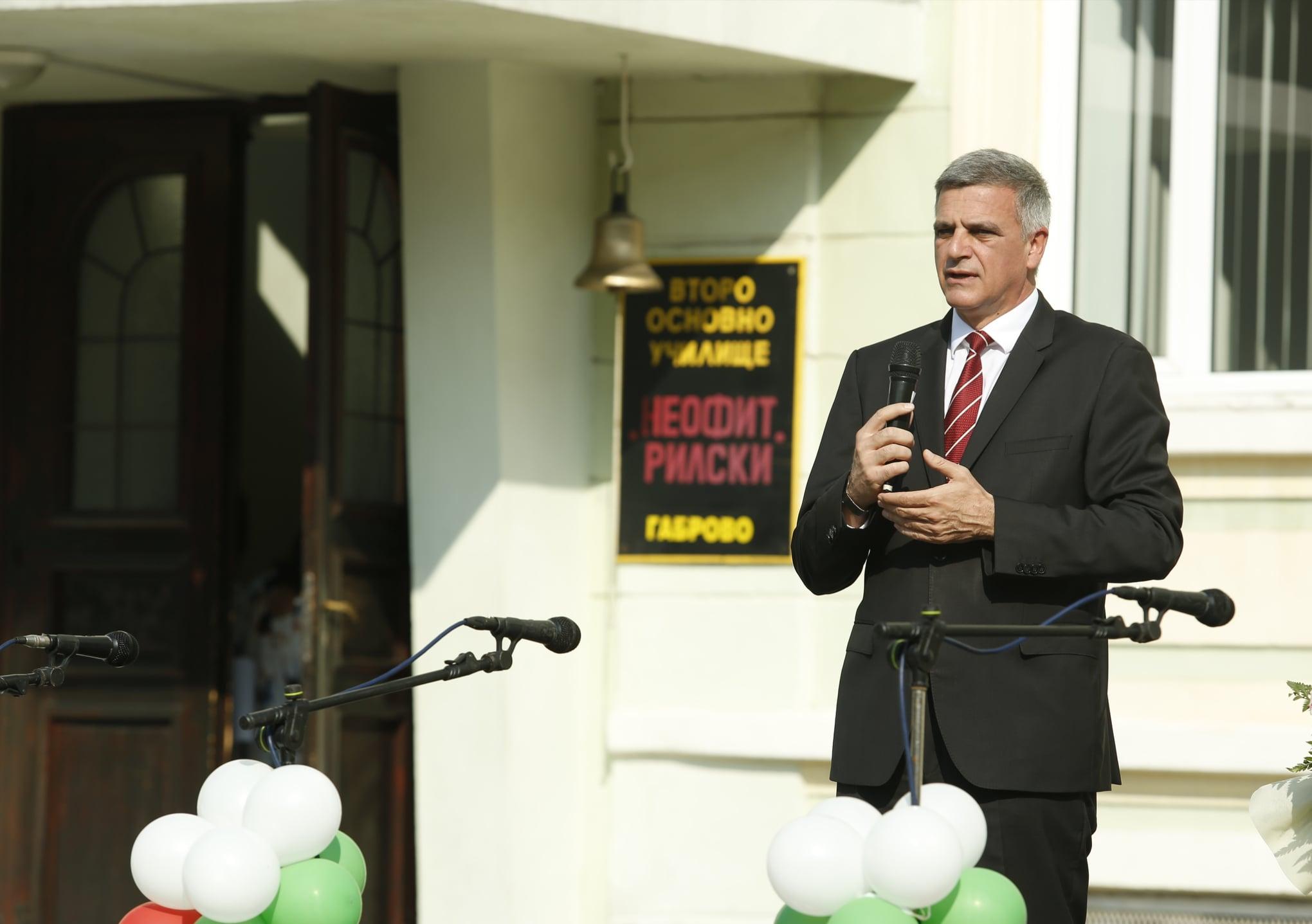 Мистър-председателят откри новата учебна година в гр. Габрово