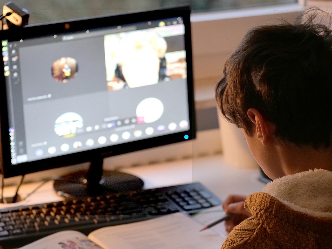 Такси за интернет ще се поемат от училищата