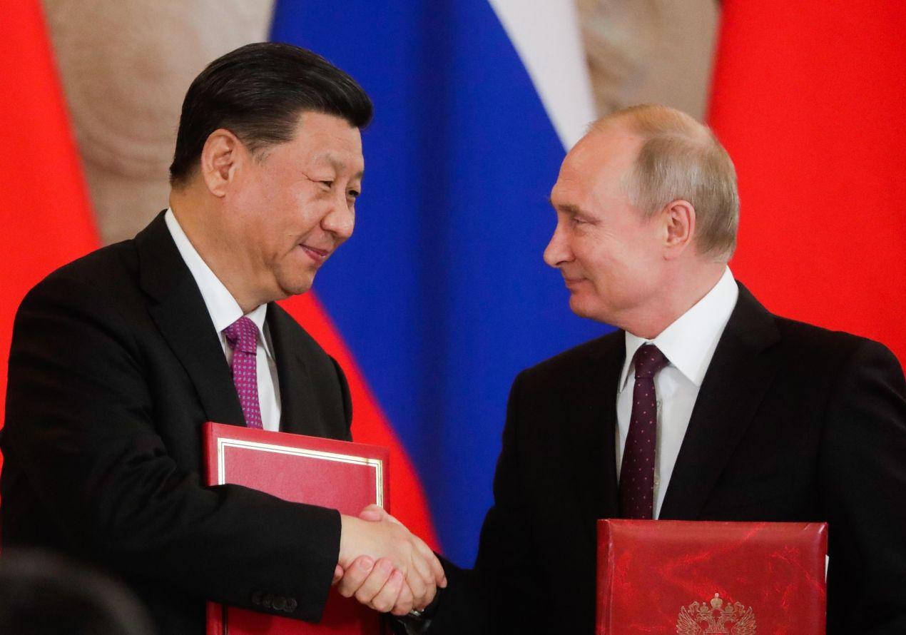 Русия се втурва на помощ на Китай